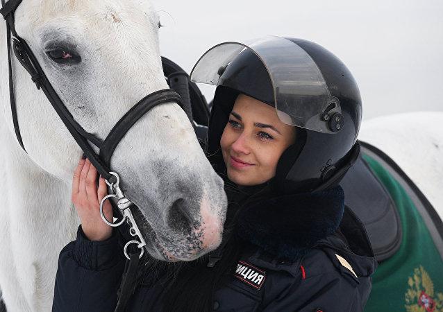 Tatiana Zimá, una oficial de la policía montada rusa