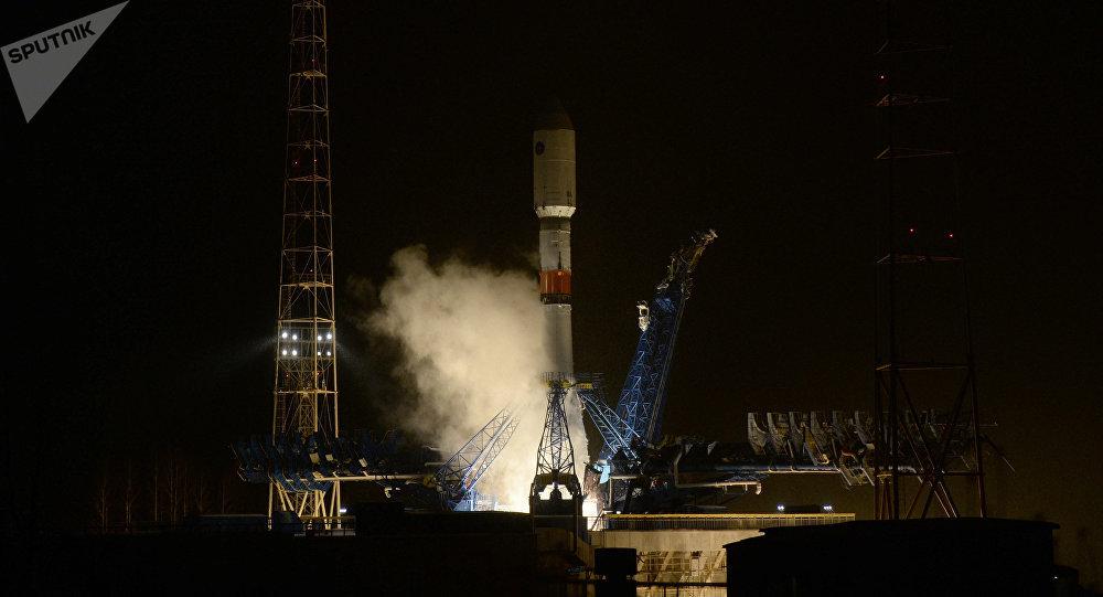 Cohete portador Soyuz 2.1b con un satélite del sistema de navegación Glonass en el cosmódromo Plesetsk