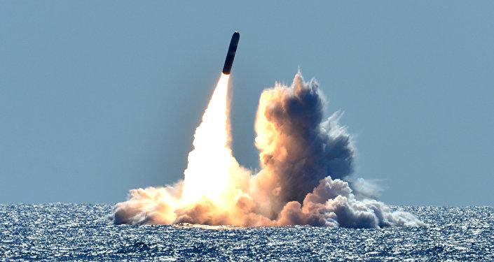Lanzamiento de un misil Trident II D5 desde un submarino clase Ohio