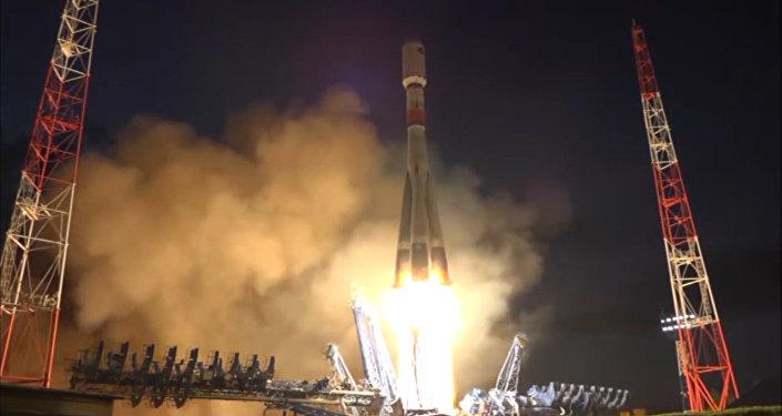 Espectacular lanzamiento del cohete Soyuz-2.1B desde un cosmódromo ruso