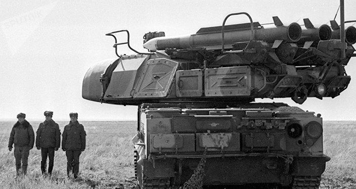 El sistema de misiles antiaéreos Kub, exportado bajo el nombre de Kvadrat, durante unas maniobras (archivo, 1992)
