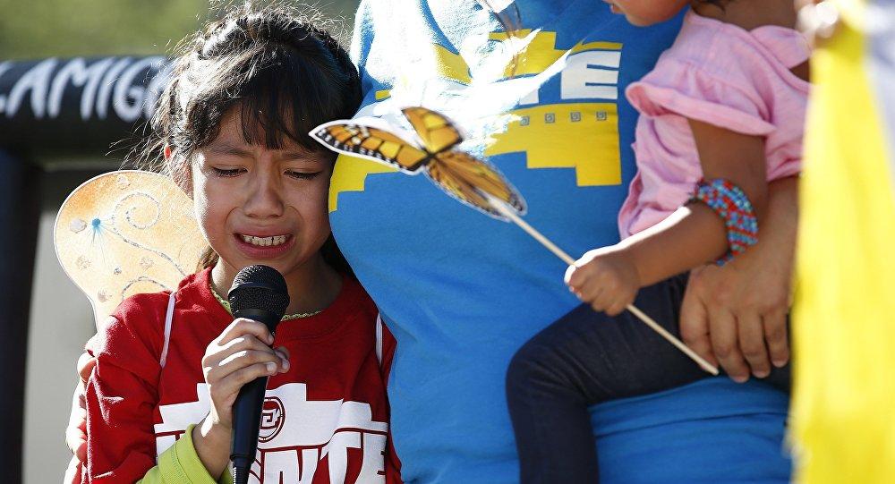 Una niña separada de su padre en EEUU (imagen referencial)