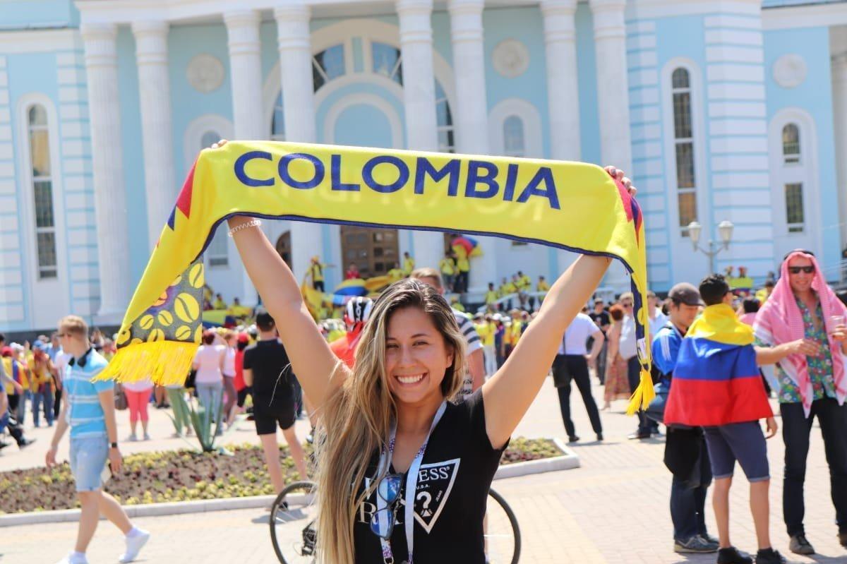 Hincha colombiana en las afueras del Mordovia Arena Saransk de Moscú