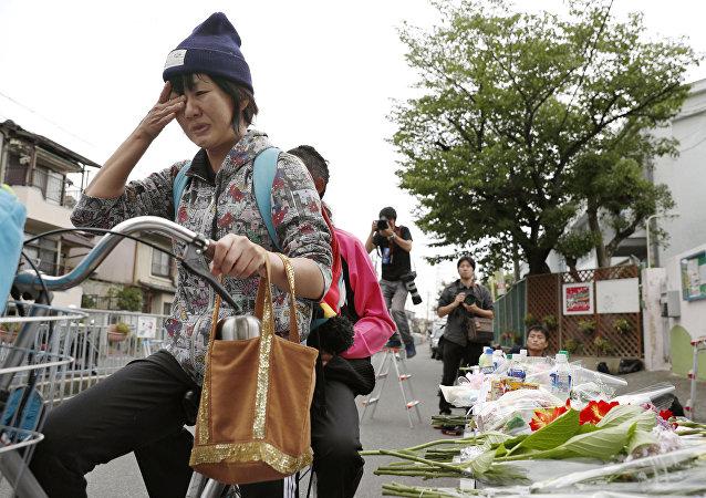 Los japoneses homenajean víctimas del terremoto