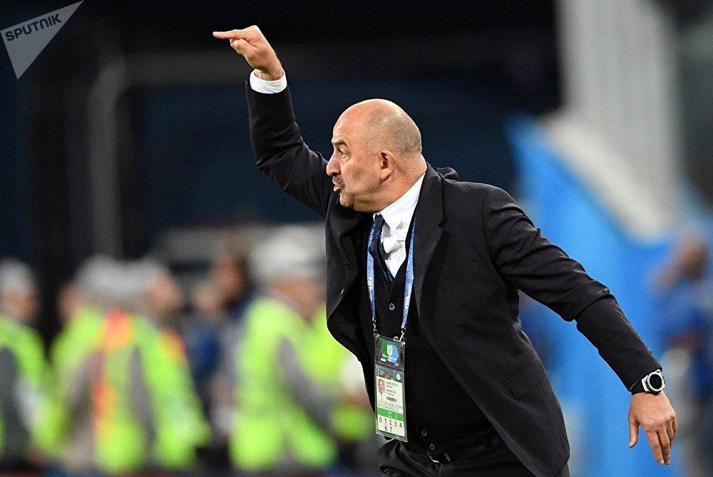 Stanislav Cherchésov, entrenador de la selección rusa