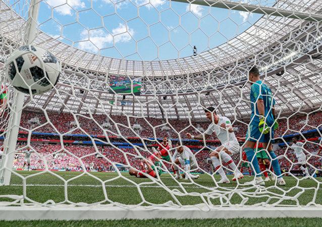 Cristiano Ronaldo anota un gol