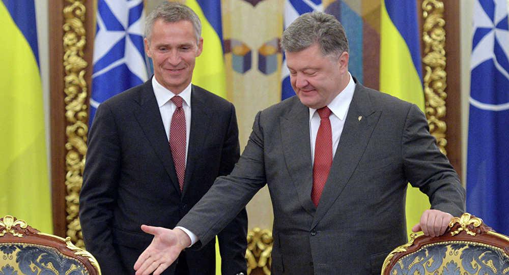 Secretario general de la OTAN, Jens Stoltenberg y presidente de Ucrania, Petró Poroshenko (archivo)