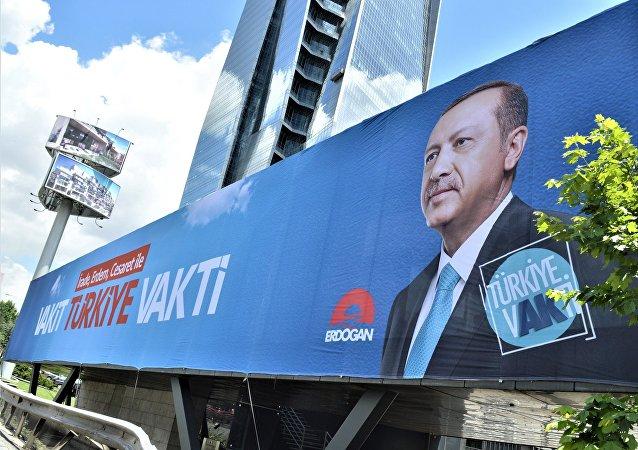 Cartel de la campaña electoral del presidente de Turquía, Recep Tayyip Erdogan
