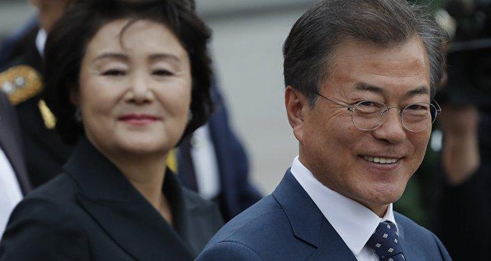 El presidente de Corea del Sur, Moon Jae-in y su esposa Kim Jung-sook durante su visita oficial en Rusia