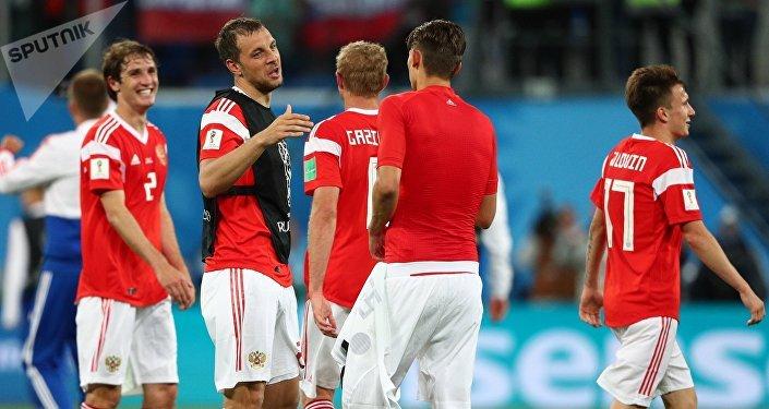 Los jugadores de la selección rusa tras su victoria ante Egipto