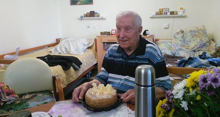 Nikolái Sujánov celebra su centenario