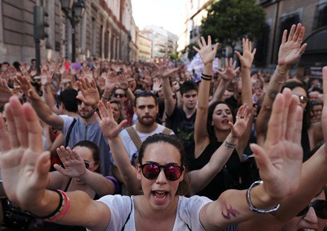 El feminismo sale a la calle en España tras la liberación de cinco violadores condenados