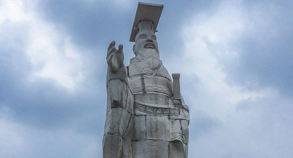 Estatua de Qin Shi Huang