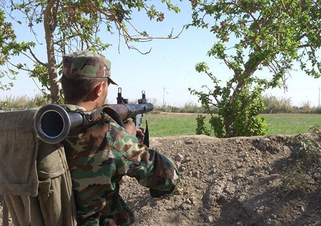 Un policía fronterizo sirio en la provincia de Abu Kamal