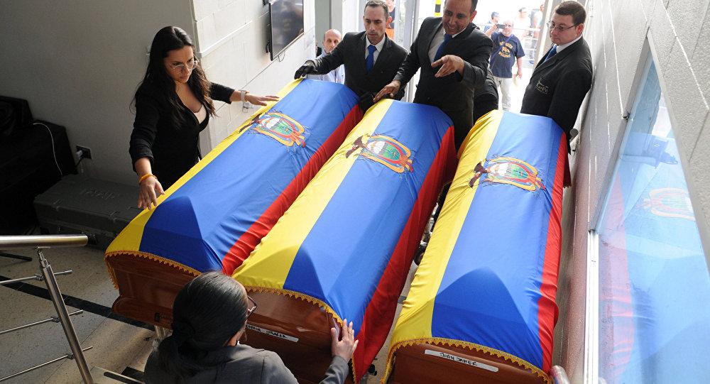 Ataúdes para los cuerpos de periodistas asesinados en Colombia