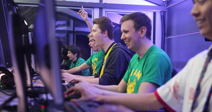Unos jugadores de Dota 2 durante un torneo (archivo)