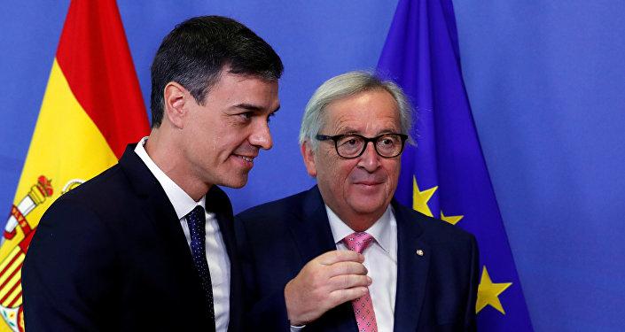 El presidente del Gobierno de España, Pedro Sánchez y el presidente de la Comisión Europea, Jean-Claude Juncker
