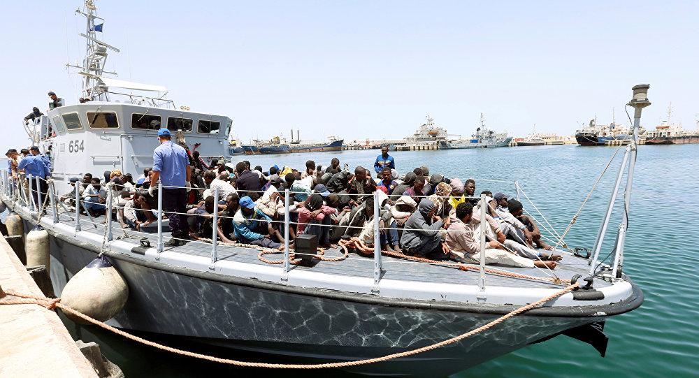 Un barco con migrantes (imagen referencial)