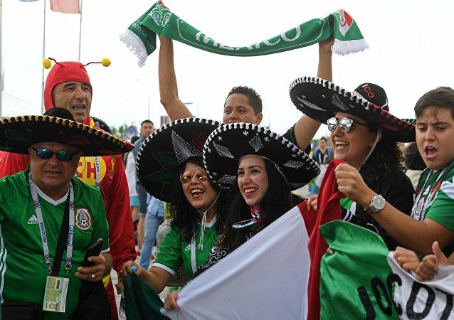 Hinchas mexicanos (imagen referencial)