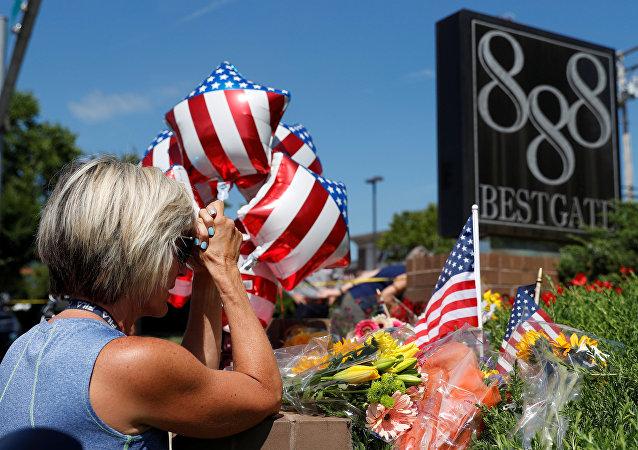 Flores en homenaje a las víctimas del tiroteo en Maryland (EEUU)