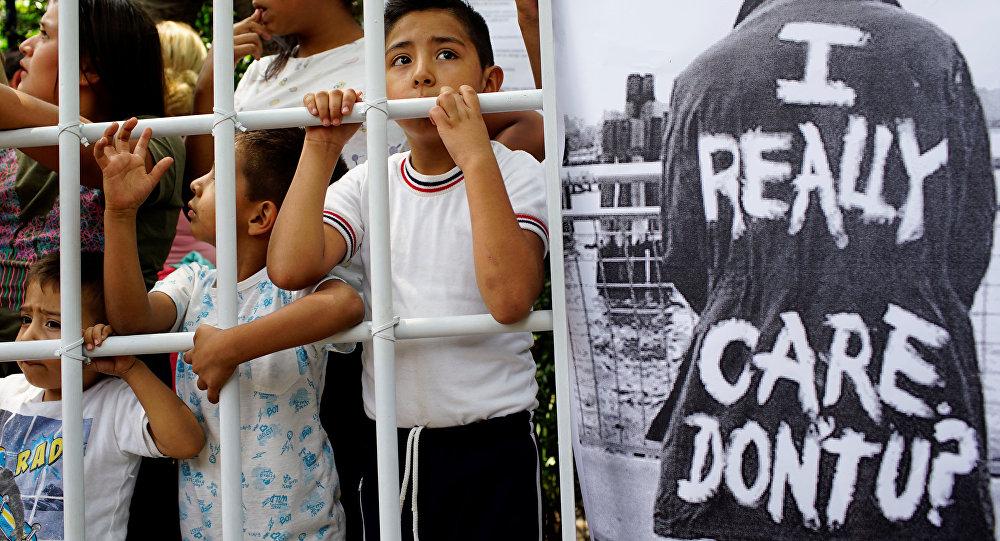 Protestas contra la política migratoria de EEUU frente a la Embajada estadounidense en México