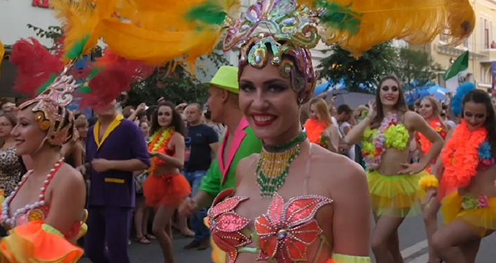 El carnaval de Brasil inunda las calles de Samara