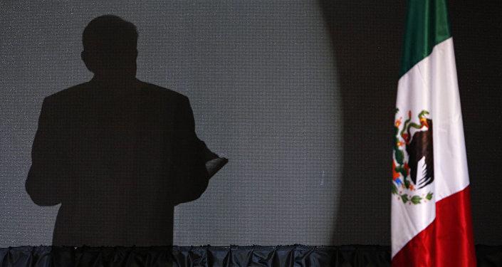 La sombre del presidente electo de México, Andrés Manuel López Obrador