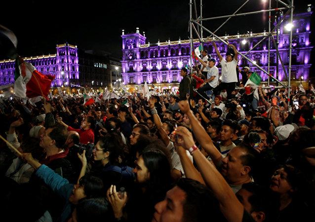 Celebración de la victoria de López Obrador en Ciudad de México