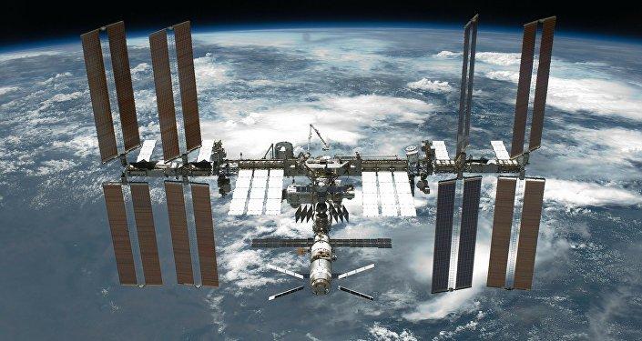 Presentan primeros astronautas para vuelos comerciales al espacio