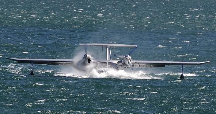 Avión anfibio La-8