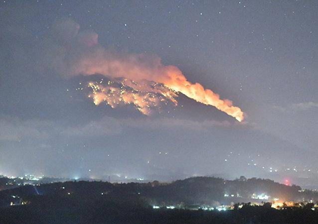 El volcán monte Agung de Bali