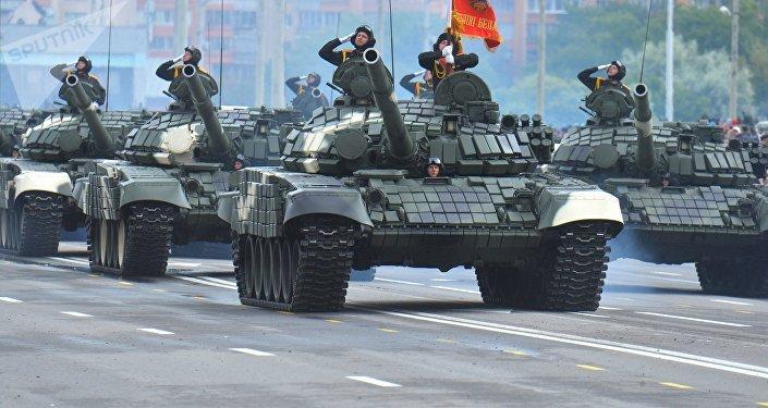 Tanques T-72B durante el desfile militar para conmemorar el Día de la Independencia de Bielorrusia, Minsk, 3 e julio de 2018