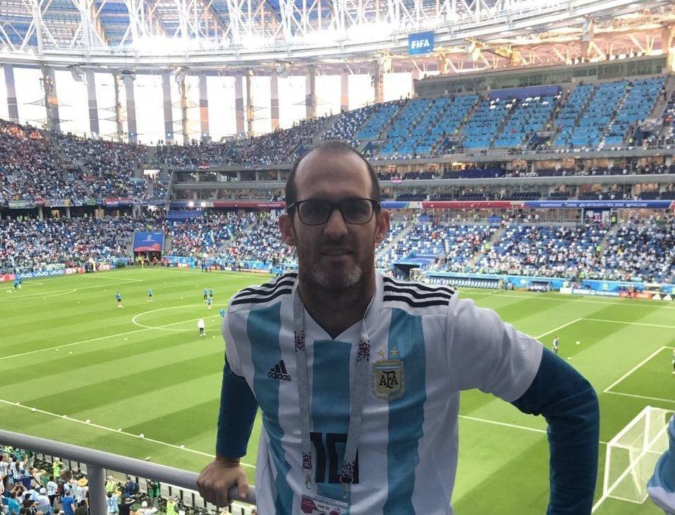 Aficionado argentino Juan Landa en el estadio de Niznhy, Rusia