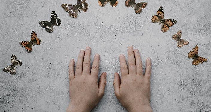 Las manos de un niño (imagen referencial)