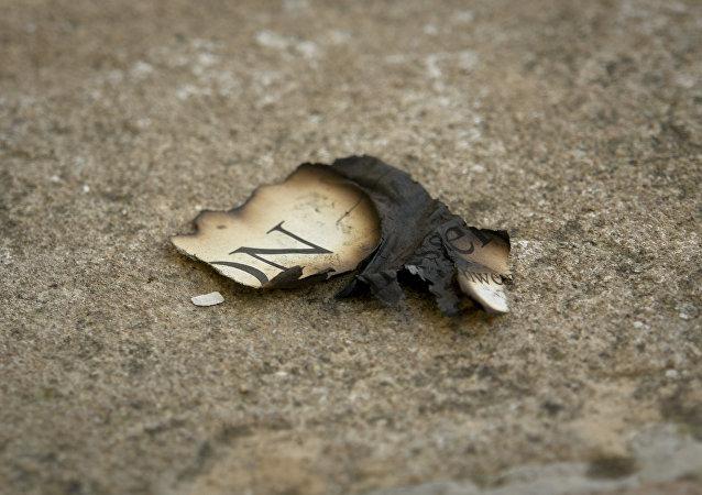 Trozo de un periodico quemado