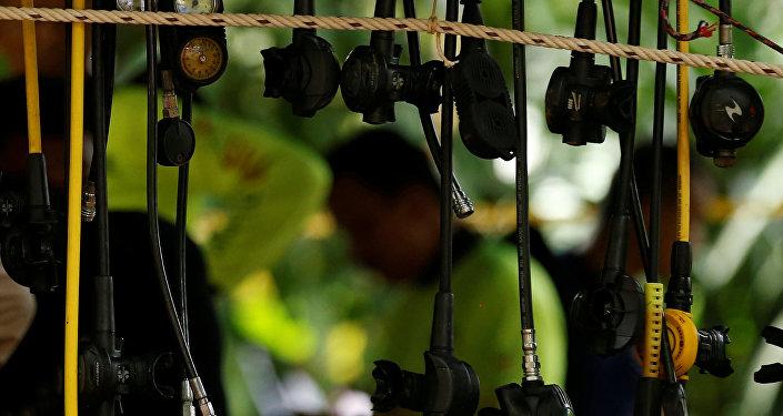 Equipo de buzos en Tailandia