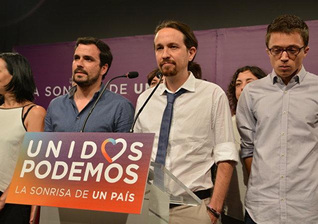 Los representantes del partido Unidos Podemos en su sede en Madrid