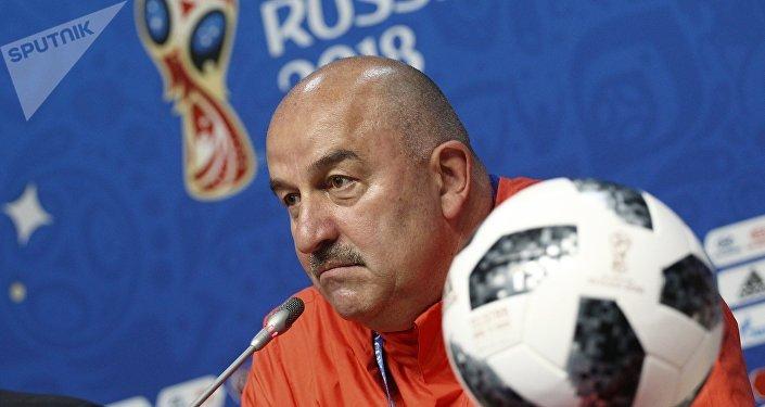 Stanislav Cherchésov, técnico de la selección rusa