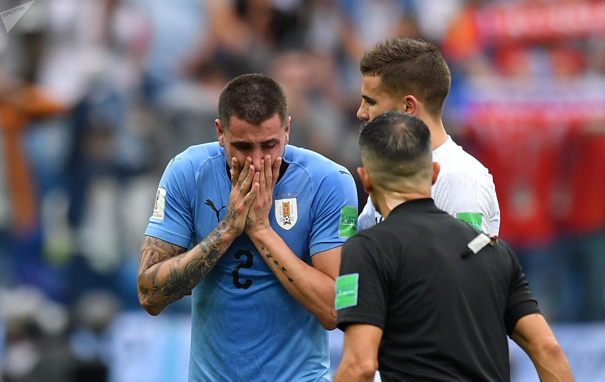 José María Giménez, jugador de Uruguay y compañero de Griezmann en el Atlético Madrid, llora debido a la derrota uruguaya contra Francia