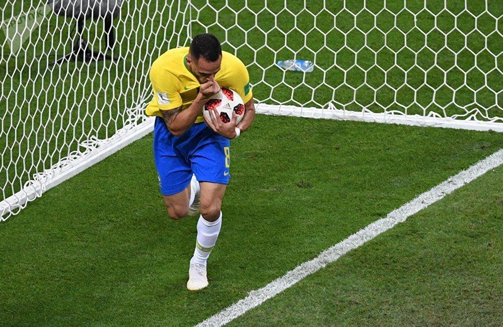 Brasil acorta la distancia 1-2 ante Bélgica con un gol de Renato Augusto en el minuto 76
