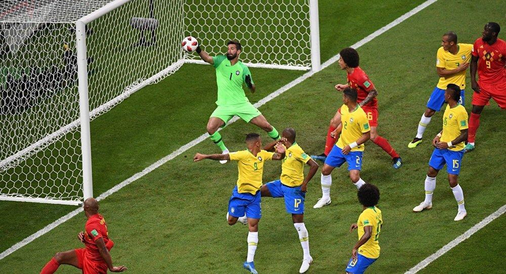Bélgica abre el marcador con un autogol de Fernandinho en el minuto 13