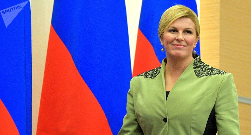 La presidenta de Croacia, una hincha más que paga sus viajes