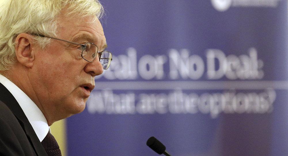 Renuncia el ministro de Relaciones Exteriores británico