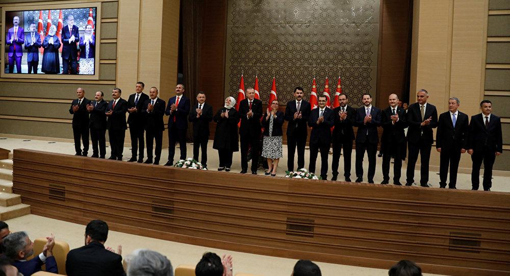 Recep Tayyip Erdogan, presidente de Turquía, junto a su nuevo Gabinete