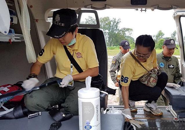 El personal de rescate de Tailandia se prepara para la evacuación