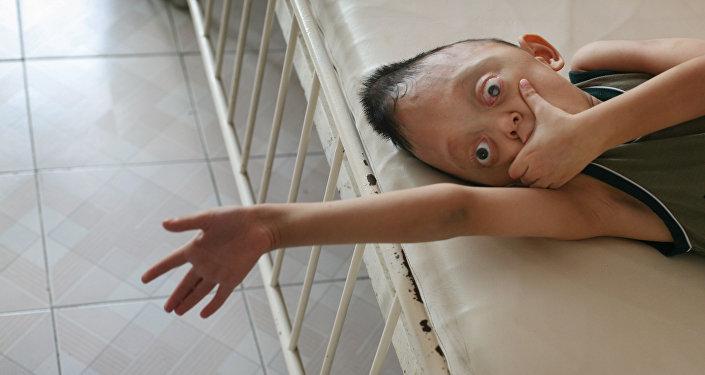 El descendiente de una víctima afectada por agente naranja también desarrolló mutaciones genéticas
