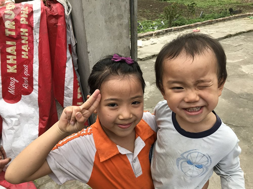 Los nietos de Pham Thi Hang