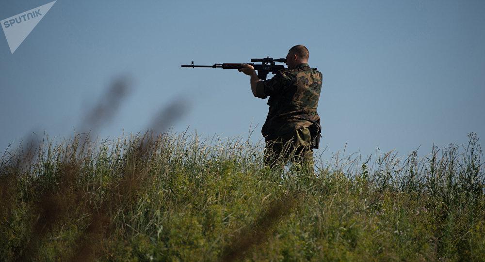Hombre con un fusil (imagen referencial)