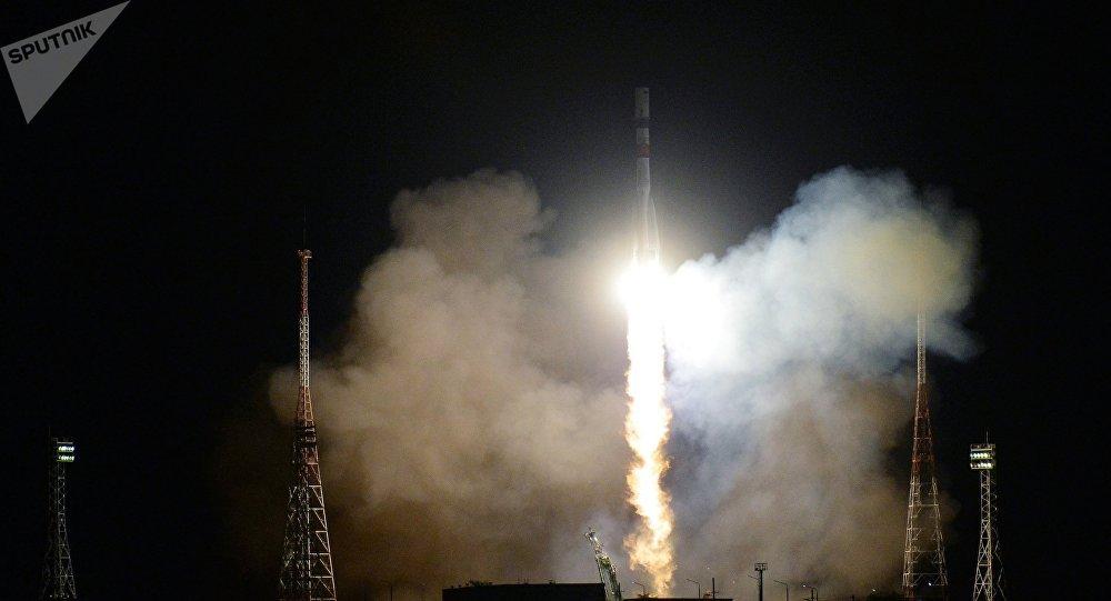 El lanzamiento del cohete Soyuz-2.1A, con carguero Progress MS-09