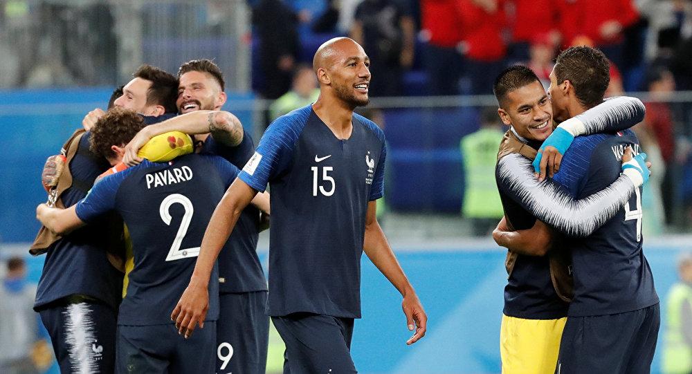 Jugadores franceses celebran su victoria ante Bélgica